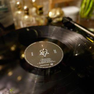 «Музыка — откровение более высокое, чем мудрость и философия...» 💬   Музыка — это абсолютно своенравная жизнь чувств. Сколько себя помню — я всегда слушала музыку, сложно даже представить день без неё. Тишина — мой союзник лишь ночью. Хотя и в своих снах я иногда слышу саундтреки. Причём очень часто с упоением окунаюсь именно в природные звуки — дождя, грозы, шума листвы, колебаний морских волн — все это наполняет и добавляет жизненных сил.   Мне некомфортно без музыки в машине — в дороге всегда должны звучать любимые треки, а их, как оказалось, немало. В прошлом году мы, наконец, купили виниловый проигрыватель — это какой-то совершенно уникальный вид эстетики. Когда получаешь удовольствие и от прослушивания, и от созерцания всего этого атмосферного ритуала.   Теперь я с придыханием в голосе говорю, что коллекционирую пластинки 🖤 Отыскать нужную — ещё та великая миссия, скажу я вам. За пластинкой HIM, одной из любимых рок-групп, существовавшей до 2017 года (ох, как кружил голову этот любовный металл 😉), я долго охотилась, а до чего бесценный винтажный винил в моей коллекции с кубинской музыкой или болгарская версия альбома Мадонны Like A Virgin с надписью-переводом «Като Дева»... Вы не представляете степень моего огорчения, когда однажды я вспомнила, что ещё в выпускных классах школы попросила папу взять послушать виниловые пластинки, поехав в гости к подруге (а там были Pink Floyd, Deep Purple, Uriah Heep) и, собственно, оставила их на неопределенное время — до сих пор, как вы понимаете 😭 (Юля, если ты вдруг прочтёшь этот пост, ты знаешь, что делать 😅)  А у вас есть исполнитель, которого вы без тени сомнения можете назвать любимым? И есть ли среди вас коллекционеры винила? 🎵  #DivAmor #DivAmorNetua #music #energy #inspiration #aesthetic #atmosphere #musiclife #musiclife #musiclover #musiclove #rock #rockmusic #rockstyle #him #vinyl #vinylcollection #vintageaesthetic #vintage #vintagevinyl #love #lovemetal #музыка #винил #вдохновение #рок #любовь #виниловыепластинки