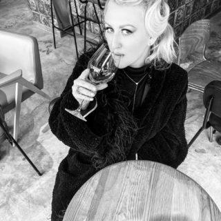 «У женщины две великие задачи: возбуждать и успокаивать» (с) 💬  Согласны? 🖤  #DivAmor #DivAmorNetua #monochrome #bw #blackandwhite #blackandwhitephotography #backstage #photography #photoshoot #20s #20sfashion #glamour #style #fashion #woman #womanstyle #womanpower #womanlook #ootd #aesthetic #inspiration #женщина #стиль #монохром #чернобелоефото #взгляд #вдохновение