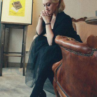 Когда все мысли направлены на разработку нового проекта, сложно отвлекаться на что-то другое 📝  Но когда «что-то другое» — сама Весна, напротив, наполняешься и напитываешься этой энергетикой ещё больше 💛  Ph @kozakova.photo  Hair @usatayamarina  MU @anastasiya.raksha   #YuliyaKozda #ЮлияКозда #photography #photooftheday #photoshoot #20sstyle #look #style #ootd #photostory #woman #portrait #glamour #glamorous #beauty #curlyhair #highheels #womanstyle #aesthetic #womanpower #fashion #fashionphotography #inspiration #стиль #эстетика #гармония #силаженщины