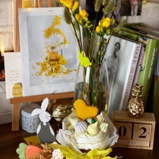 Христос Воскрес! 🕊 Мира, благополучия, добра, гармонии и света! 🙏🏻☀️  #YuliyaKozda #ЮлияКозда #пасха #пасхальноеутро #доброеутро #христосвоскрес #май #весна #благаявесть #easter #easterday #easterdecor #easterdecoration #yellow #yellowaesthetic #beauty #bouquet #freesia #may #spring #inspiration