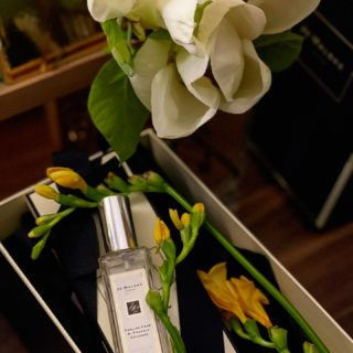 Ароматы моей Весны 🤍 И все такие разные 💛 Спасибо @katie_fleur!   #YuliyaKozda #ЮлияКозда #aromatherapy #jomalone #englishpearandfreesia #pear #freesia #nature #beauty #focus #flowers #perfume #jomalonelondon #magnolia #spring #springtime #springmood #inspiration #may #аромат #май #природа #красота #вдохновение #фрезия #цветы