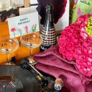 Большущее всем спасибо за этот день и поздравления со всего мира! Столько Тепла, Добрых Слов и Радости вы нам подарили! 🥰🎈♥️ Мы с Робертом благодарны каждому! 🎵  #OurMay   #YuliyaKozda #ЮлияКозда #happybirthday #moments #bday #may #spring #sweetmoments #love #feeling #bubbles #holidays #bdaygirl #happy #emotions #thankyou #inspiration #blooming #bouquet #hyderabad #сднемрождения