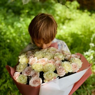 🌸🤍 @robertkozda   #YuliyaKozda #ЮлияКозда #july #julymoments #son #sonny #bloomingbouquet #parents #celebration #anniversary #happyanniversary #marriage #37thanniversary #love #family #forever #loveforever #roses #traditionally #july #inspiration #happy #семья #годовщинасвадьбы #родители #свадьба
