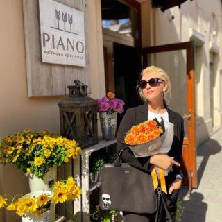 Сьогодні неймовірно цікавий та насичений день! 🧡 Чекаємо на особливих гостей! 🎵  #YuliyaKozda #ЮліяКозда #lviv #lvivgram #bloom #flowers #flowerstagram #lvivcity #lvivphoto #city #streets #streetstyle #streetphotography #walkingdownthestreet #ootd #style #black #fashion #flowerbouquet #ukraine #woman #beauty #look #lookoftheday #львів #місто #лукдня